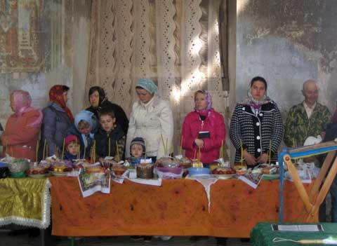 В храме все было готово к такому радостному событию. Фото из архива Татьяны Сергеевны Мазовой, 5 мая 2013 г