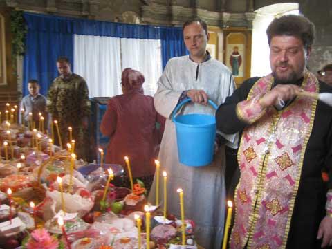 Отец Гавриил - настоятель храма в с. Печерники. Фото из архива Татьяны Сергеевны Мазовой,5 мая 2013 г