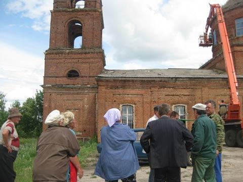 В июне 2013г.сделано временное укрытие верхних окон. Фото из архива Татьяны Сергеевны Мазовой
