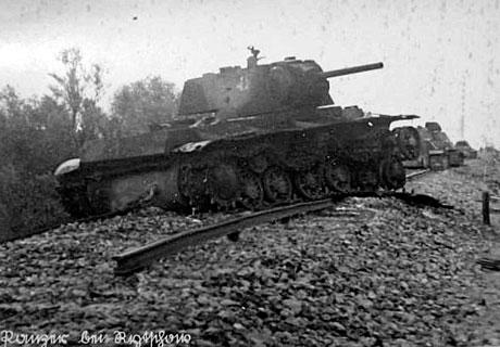 С Рычковских высот открывается прекрасная панорама местности, где проходили оборонительные бои в конце июля - начале августа1942-го года. Кругом  отмечен мост рядом с которым предположительно был подбит танк Тюнеева М.С.