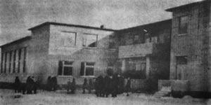 Вот она какая, Ильичевская школа. Фото В.Бакулина, январь 1990