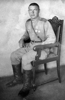 Участник Великой Отечественной войны, житель деревни Волосовка, старший сержант Волков Иван Матвеевич.
