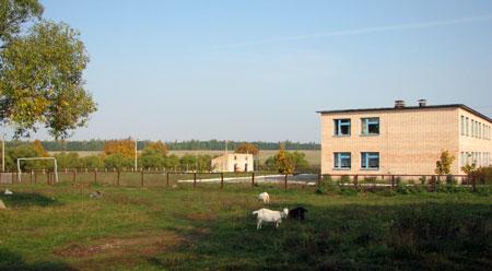 У ильичевской школы, октябрь 2007 года