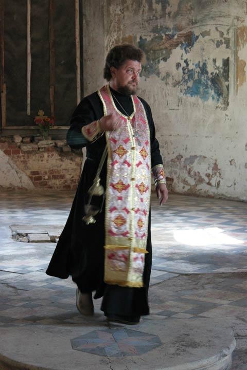 Первую службу провел отец Гавриил - настоятель храма в с. Печерники. Фото из архива Татьяны Сергеевны Мазовой