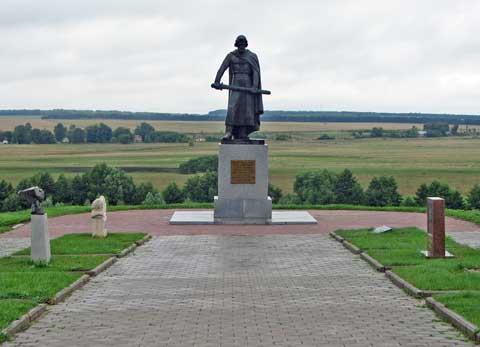 Памятник Дмитрию Донскому в селе Монастырщина