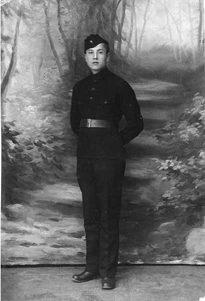 Федор Федорович Юзжалин (брат моей бабушки) в форме лётной школы. 1915–1916 годы