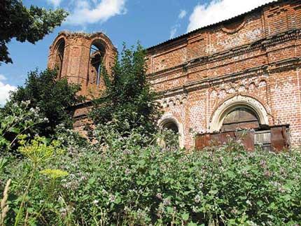 Разрушенная церковь в селе Старое Киркино