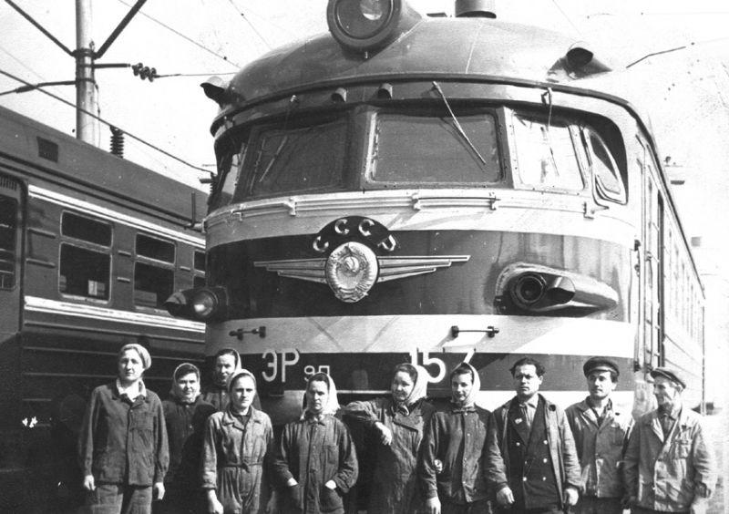 ЭР9П-157. Депо Фастов, Юго-Западная ж.д., конец 1960 годов. Фото из архива депо Фастов. Источник: http://www.rus-etrain.ru