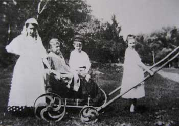 В усадьбе Михайловка Тульской губернии. Фото 1908 г.