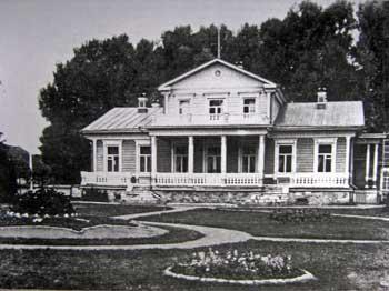 Главный дом в имении Ольховец Михайловского уезда Рязанской губернии с южной стороны. Фото 1897 г.