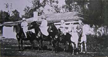 Катание на лошадях в усадьбе Михайловка Тульской губернии. Фото 1911 г.
