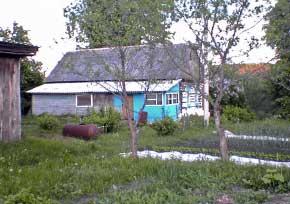 Ранее в этом доме находилась феняевская школа. Ныне он принадлежит дачникам. Фото С.Зайчиковой, 2006 г