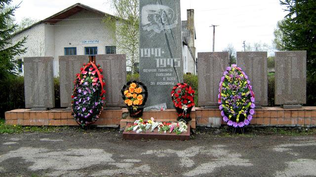 Памятник «Павшим воинам в Великой Отечественной войне» находится в центре села Малинки Михайловского района Рязанской области.