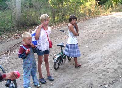 Юные жители совхоза им.Ильича. За ними будущее. 27.08.2005