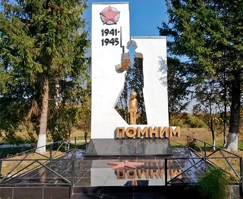 Памятник воинам в селе Чурики.