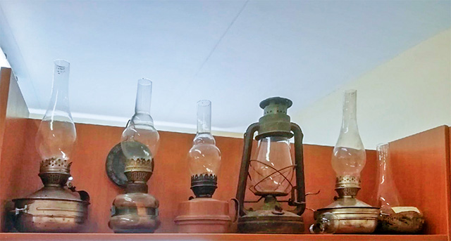 Керосиновые лампы. Фото Марии Демидовой