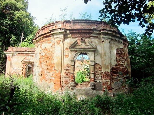 Руины церкви в поселке им. Ильича