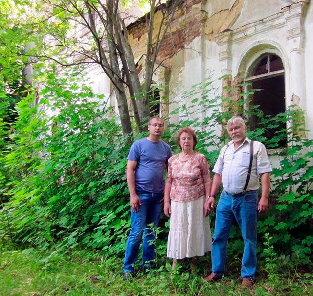Н.Б.Чёнкина с сотрудниками Михайловскиого исторического музея в посёлке имени Ильича