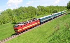 Вот такой состав из 3 вагонов ходит сейчас на участке Павелец - Узуново 4 раза в день. 2004 год