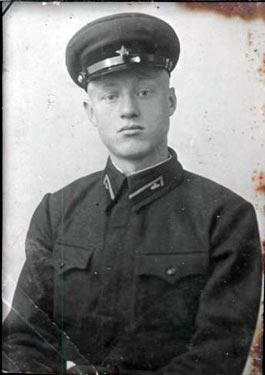 Тюнеев Михаил Сергеевич, родился в селе Старое Киркино в 1921 году