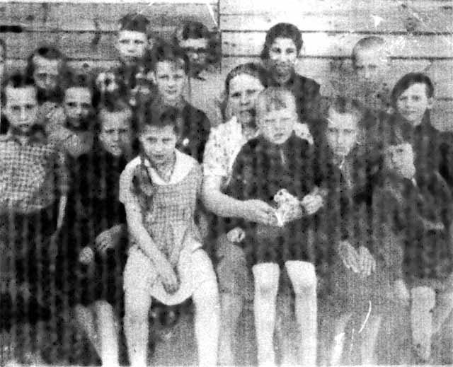 Финяевская школа.1948 г. Учительница Старостина Елизавета Егоровна.